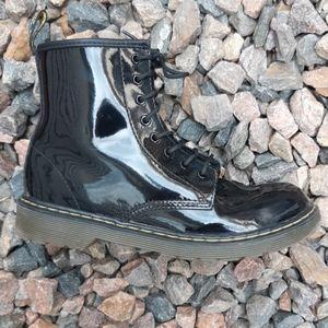 Dr.  Martens delaney black leather combat boots